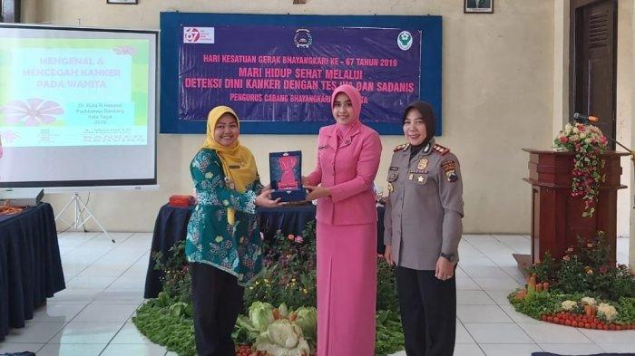 Anggota Bhayangkari Polres Tegal Kota Ikuti Tes IVA, AKBP Rondhijah: Seorang Ibu Harus Sehat