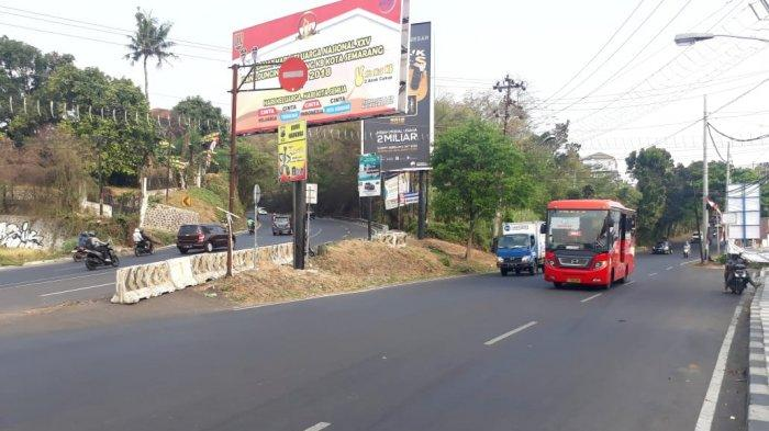 Hotline Semarang : Tanaman di Sisi Kanan Tanjakan Gombel Makin Lebat