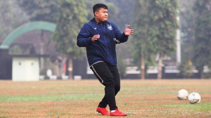 Budi Kurnia saat masih menjadi pelatih fisik PSIS Semarang