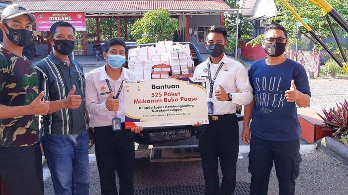 Pertamina Refinery Unit wilayah Cilacap membagikan 525 paket menu buka puasa bersama (bukber) bagi warga binaan pemasyarakatan Lapas Kembang Kuning, Nusakambangan.