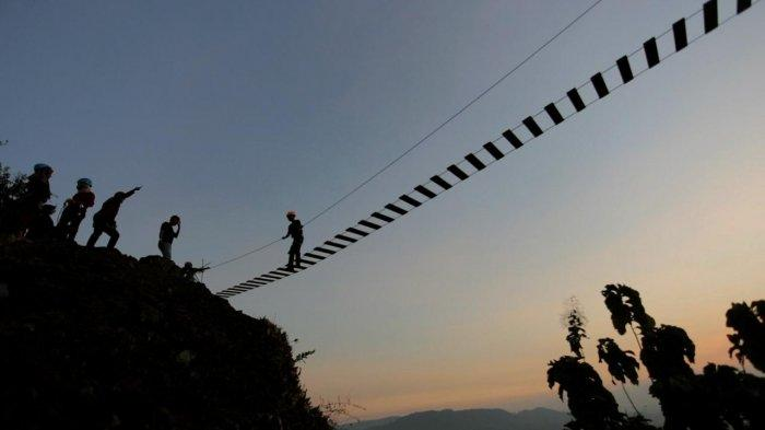 Yuk Wisata ke Bukit Rangkok di Kabupaten Tegal! Bisa Uji Adrenalin Lewat Panjat Tebing
