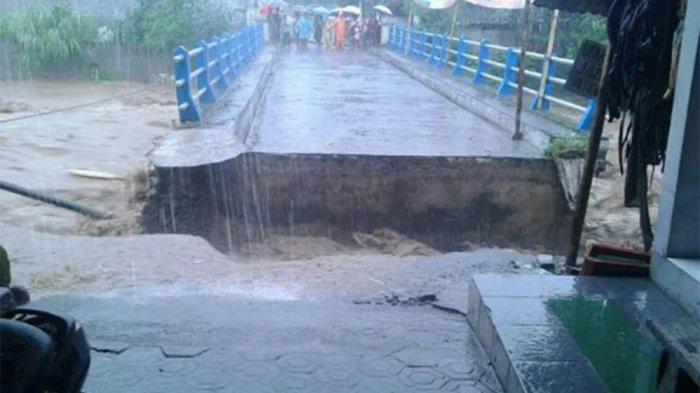 BREAKING NEWS, Banjir Bandang Terjang Bumiayu, Mobil dan Motor Terseret, Jembatan Putus
