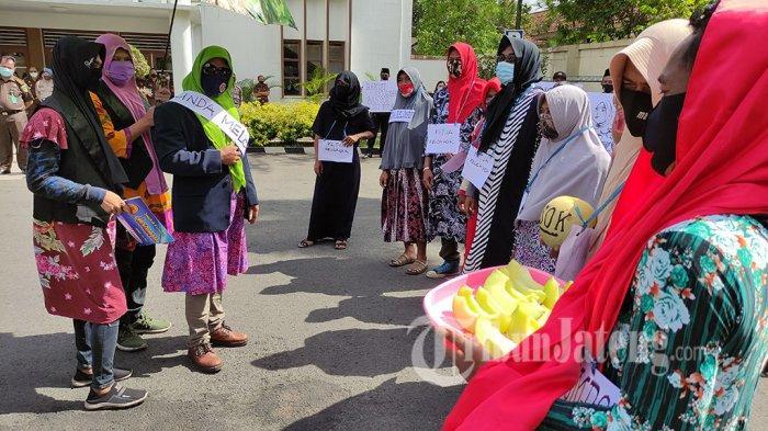 Kombatan Teriak Tangkap Bunda Melon Korupsi Dana Bansos Corona di Banyumas