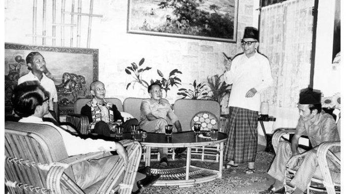 Hari Ini 75 Tahun Lalu,Detik-detik Soekarno-Hatta Diculik Ke Rengasdengklok Oleh Pemuda