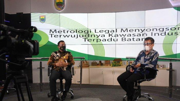 Bupati Batang Wihaji saat menjadi narasumber webinar Metrologi legal Menyongsong Terwujudnya KITB yang di gagas oleh Kementerian Perdagangan di ruang Commend Center Pemkab Batang, Kamis (7/1/2021).