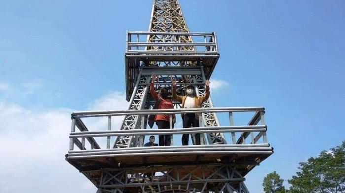 Ada Menara Eiffel di Puncak Bukit Hutan Pinus Kaliurip Purwojati Banyumas, Jadi Spot Selfie,