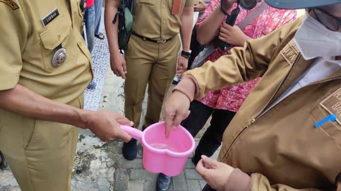 Warga Perum Karen Sokaraja Keluhkan Air PDAM Kotor, Bupati Beri Waktu 1 Minggu untuk Perbaikan