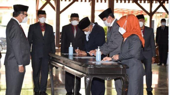 Bupati Banyumas, Achmad Husein melantik sebanyak 105 pejabat di lingkungan Pemerintah Kabupaten Banyumas, Rabu (23/06/2021) di Pendopo Si Panji Purwokerto.