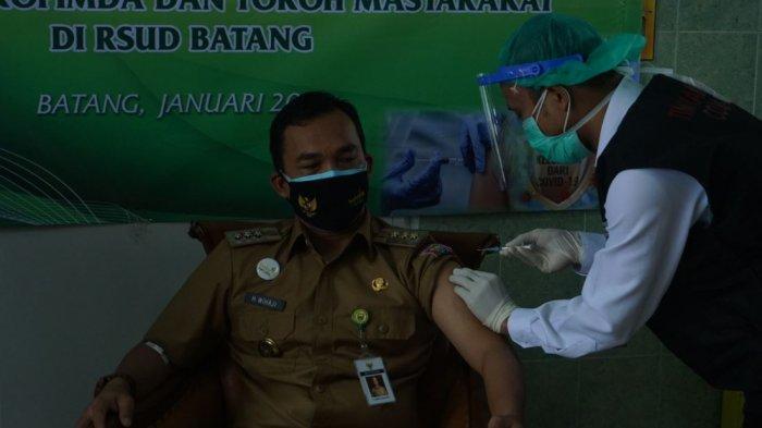 Buka Vaksin Tahap Pertama di Kabupaten Batang, Bupati Wihaji: Insya Allah Aman