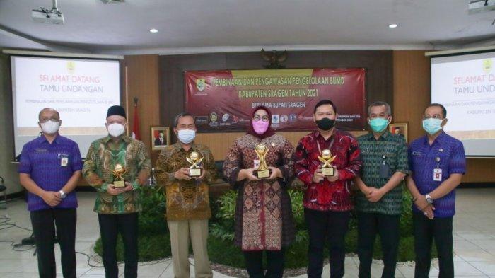 Bupati dan Tiga BPR Pemkab Sragen Raih TOP BUMD Awards 2021