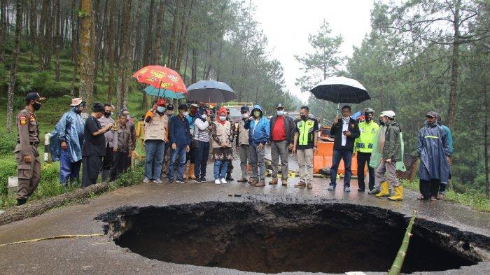 Lubang Menganga di Jalan Provinsi Brebes-Tegal, Ganjar: Sudah Ditangani