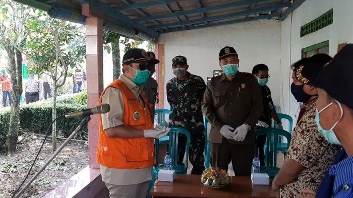 Bupati Cilacap Jenguk Pasien Sembuh Virus Corona di Kesugihan, Pastikan Tak Ada Pengucilan