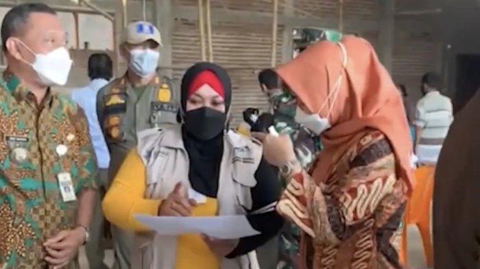 Bupati Demak, Eisti'anah, menyambangi sejumlah tempat memonitor pelaksanaan vaksinasi di Kab Demak.