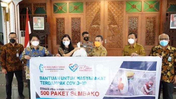 Bupati Pati Haryanto Terima 500 Paket Sembako dari RS KSH untuk Warga yang Isolasi Covid-19