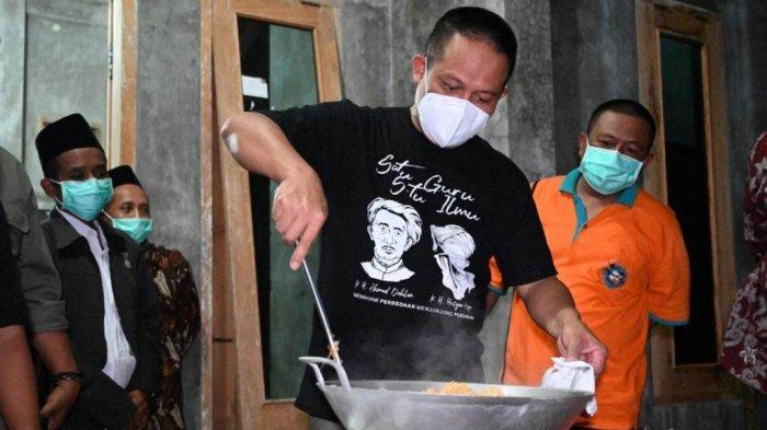 Suryani Kaget, Tiba-tiba Bupati Kebumen Datang Ke Rumahnya Lalu Masak Nasi Goreng