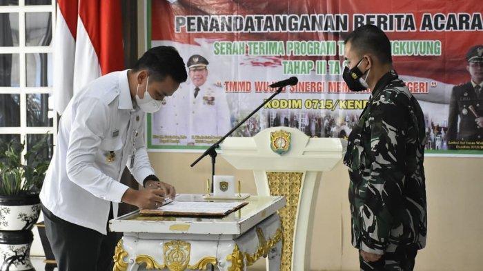 Bupati dan Dandim Kendal Tanda Tangani Serah Terima Program TMMD Sengkuyung Tahap III