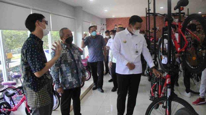 Bupati Kendal Hadiri Pelepasan Ekspor Sepeda PT Roda Maju Bahagia