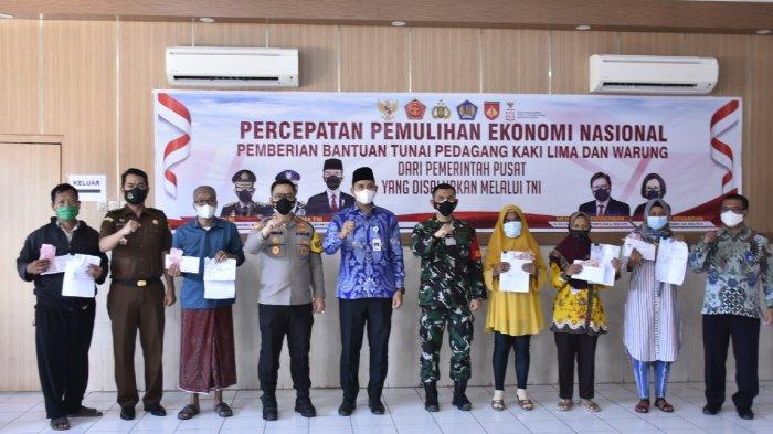 Bupati Dico Ganinduto Hadiri Penyaluran Bansos dari Kodim Kendal bagi Pelaku UMKM