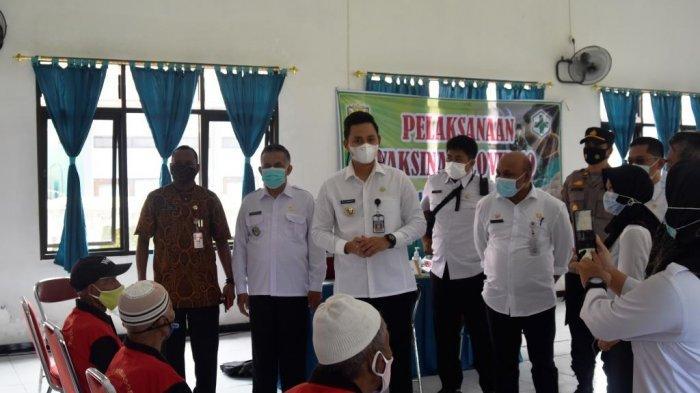 Bupati Kendal Dico Ganinduto Tinjau Vaksinasi bagi Lansia di Panti Wredha Cepiring