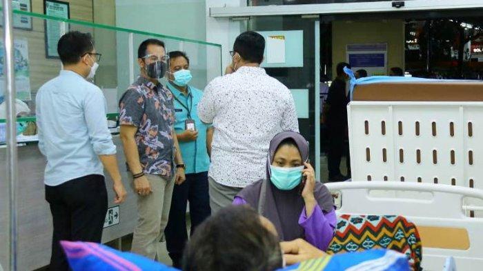 Pasien di IGD Membeludak, Bupati Kudus HM Hartopo Akhirnya Instruksikan Pakai Tenda Darurat