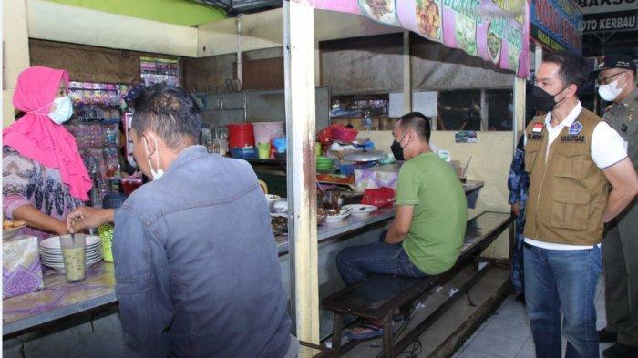 Bupati Kudus Ingatkan Pemilik Tempat Makan di Pasar Kliwon yang Masih Layani Makan di Tempat