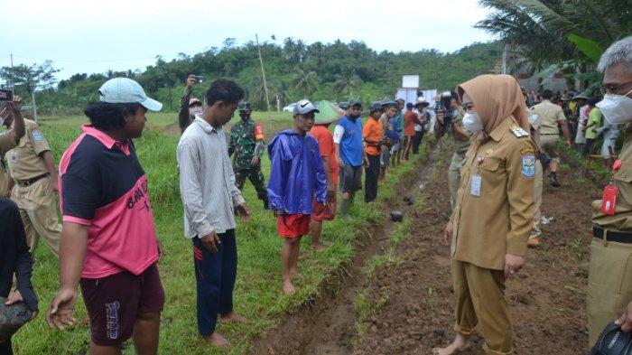 Bupati Tiwi Sebut Empati Masyarakat Lebih Penting Daripada Membentuk Satgas dan Posko