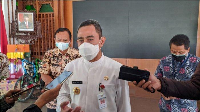 Bupati Pati Haryanto saat diwawancarai awak media di Pendopo Kabupaten Pati, Kamis (5/8/2021).