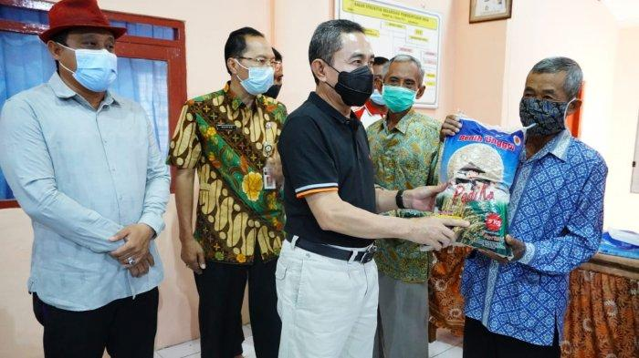 Petani Sawah Puso Dapat Bantuan Bibit Padi dari Bupati Pati