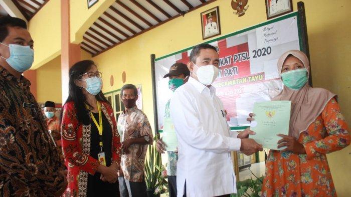 Serahkan 905 Sertifikat Tanah, Bupati Pati Harapkan Pembagian PTSL 2021 Tepat Waktu