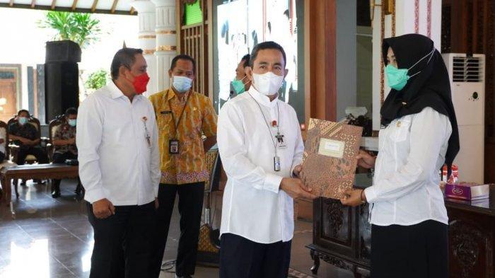 Bupati Pati Haryanto Serahkan SK Pengangkatan untuk 498 PPPK