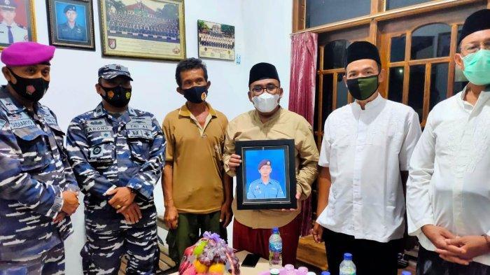 Bupati Asip Kunjungi Rumah Keluarga ABK Kapal Selam KRI Nanggala 402 di Pekalongan