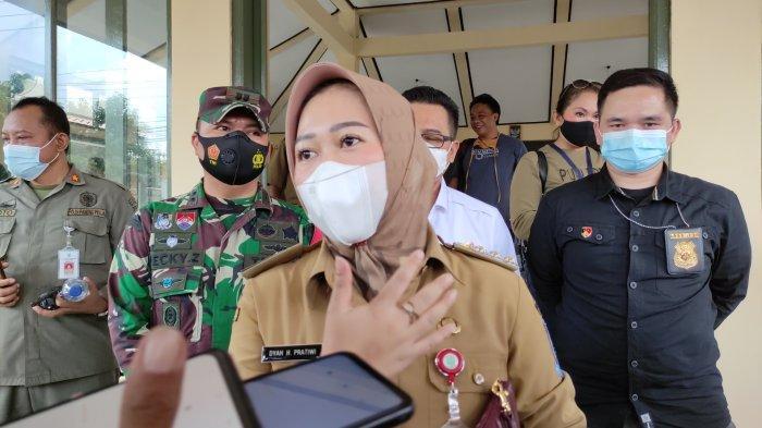Bantu Warga Terdampak Pandemi, Bupati Tiwi Keluarkan Program Kartu Prakerja dan Santunan Kematian