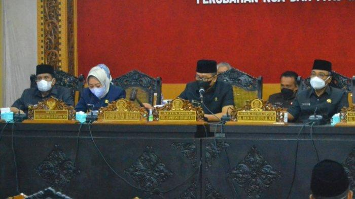 Bupati Purbalingga, Dyah Hayuning Pratiwi saat penyampaian rancangan nota kesepakatan bersama DPRD tentang Perubahan Kebijakan Umum Perubahan APBD (KUA) serta Perubahan Prioritas Dan Plafon Anggaran Sementara (PPAS) tahun anggaran 2021, Senin (9/8/2021) di Ruang Rapat DPRD.