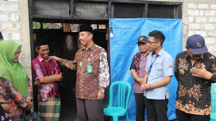 Hafidz Serahkan Bantuan pada Korban Kebakaran