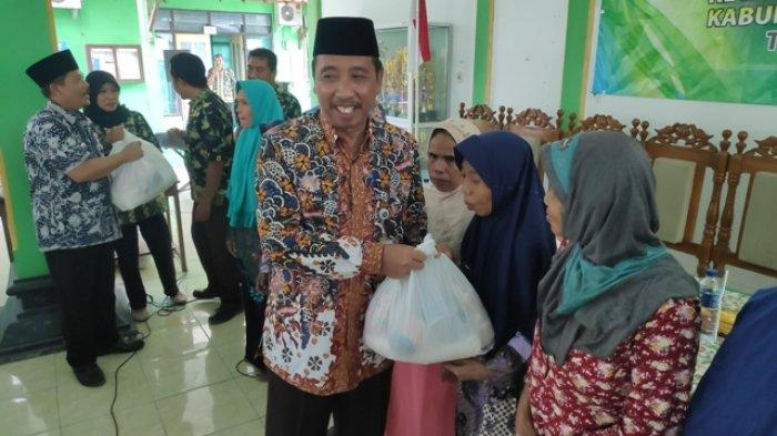 Unit Pengelola Kegiatan Pamotan Kabupaten Rembang Serahkan Bantuan Sosial Rp 40 juta
