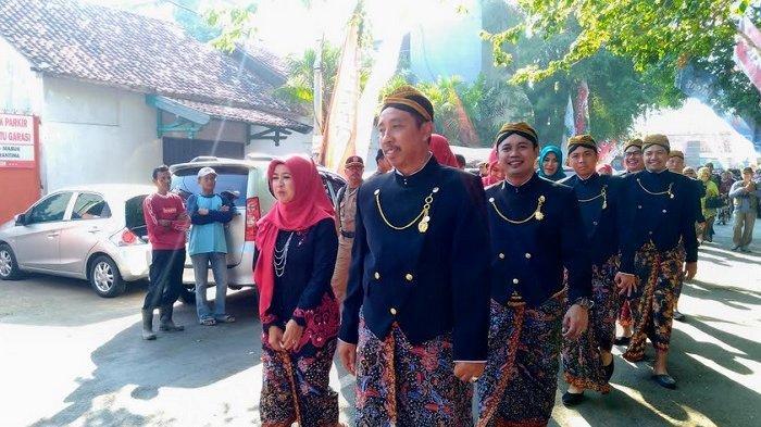 Upacara Hari Jadi ke-278 Rembang, Peserta Pakai Beskap dan Kebaya