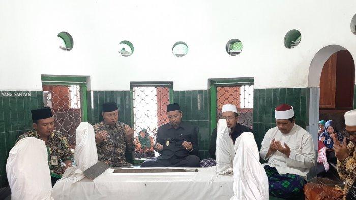 Peringati Hari Jadi ke-278 Kabupaten Rembang,  Bupati Rembang Ziarah ke Makam Tokoh
