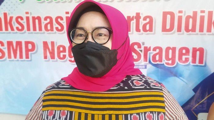 Bupati Sragen Kusdinar Untung Yuni Sukowati ditemui ketika tinjau vaksinasi pelajar di SMPN 5 Sragen, Jumat (10/9/2021).
