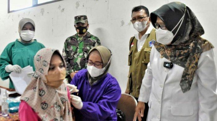 Buruh Pabrik di Kramat Kabupaten Tegal Mendapat Suntik Vaksin Covid-19