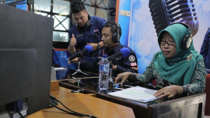 Saat Siaran di Radio, Bupati Tegal Ajak Masyarakat Gunakan Hak Pilihnya di Pilpres 2019 Nanti