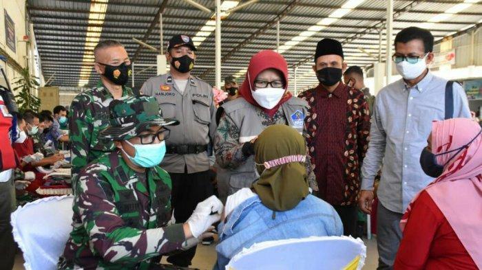 Giliran Buruh Pabrik Teh dan Garmen di Kabupaten Tegal Mendapat Suntik Vaksin Covid-19