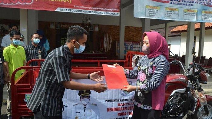 Bupati Tiwi Dorong Pemanfaatan Sampah Untuk Menambah PADes