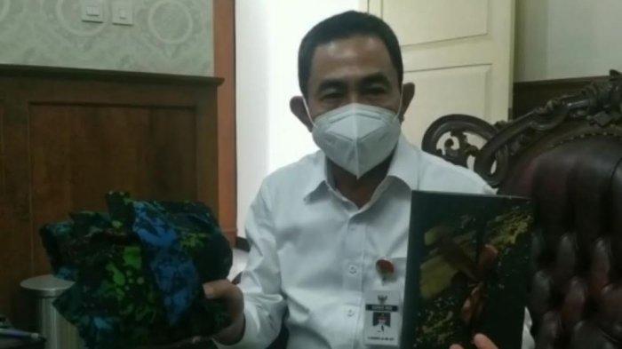 Bupati Haryanto Apresiasi Kain Batik Karya Penyandang Disabilitas di Pati