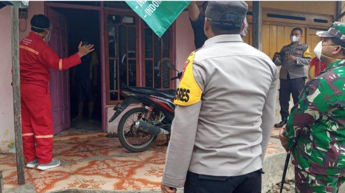 Bupati Batang Wihaji bersama Kapolres Batang AKBP Edwin Louis Sengka dan Dandim 0736/Batang Letkol Arh Yan Eka Putra saat melakukan penjemputan bagi warga positif Covid-19 yang isoman di rumah, Jumat (16/7/2021).