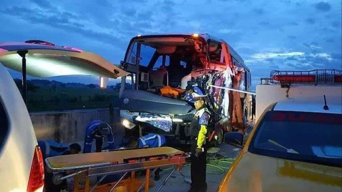 BusRombongan Pelajar SMK Muhammadiyah 1 Gondangrejo Karanganyar Kecelakaan, 2Meninggal