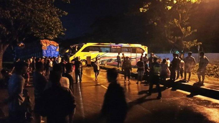 BREAKING NEWS, Kecelakaan Bus Oleng di Jalan Pantura Demak, Tabrak Truk Seusai Lewati Median