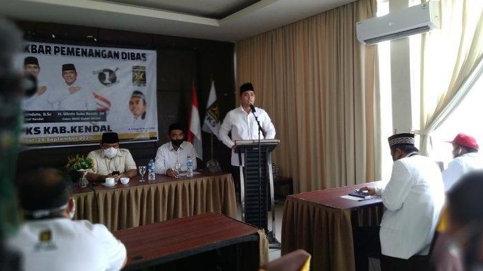 Cabup Dico menyampaikan visi dan misi paslon dalam rangka konsolidasi bersama PKS di ruang pertemuan Agro Wisata Tirto Arum Kendal, Sabtu (26/9/2020) kemarin.