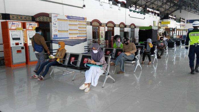 PT KAI Perpanjang Pengoperasian KLB, Masyarakat Umum Diperkenankan Naik