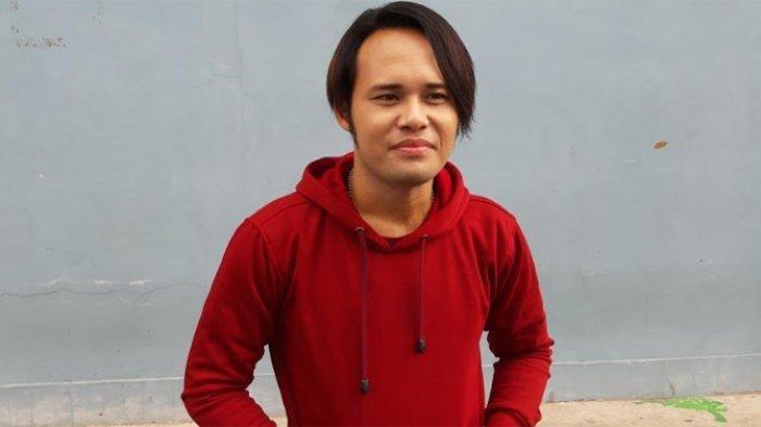 Calvin Lelang Gitar Deddy Dores Ayahnya untuk Pengobatan Sang Ibu Dagmar Twin Sister