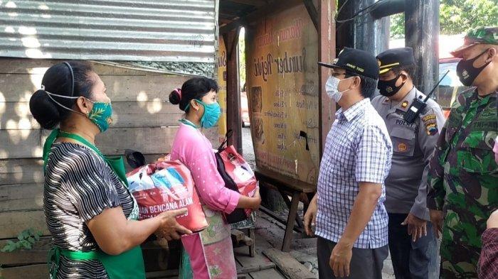 Kisah Karinem PKL Mangkang Semarang Dari PSBB Hingga PPKM Level 4,Baru Sekali Terima Paket Sembako